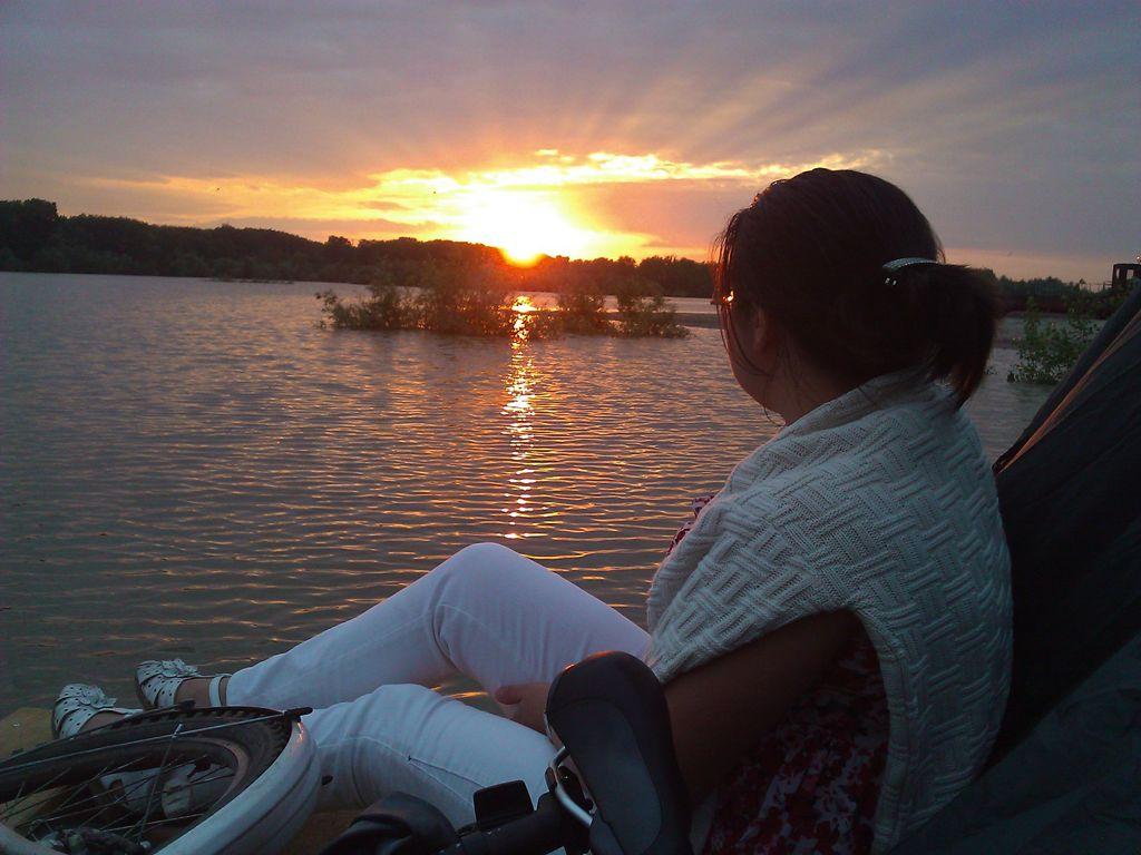 Закат на реке Обь фото с палубы самодельного плота