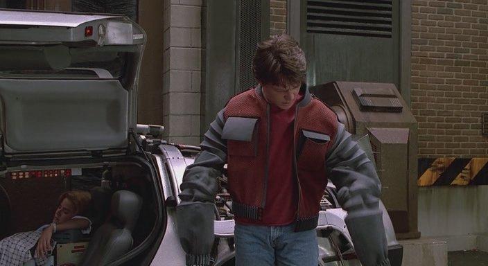Кадр из фильма Назад в будущее 2 - Одежда, которая сама себя подгоняет под размер