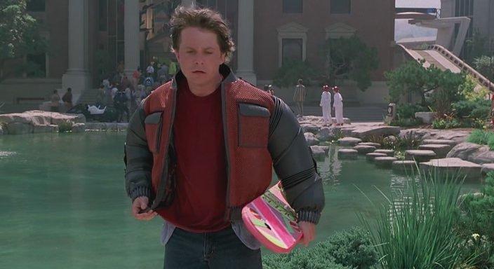 Кадр из фильма Назад в будущее 2 - Одежда, которая сама себя чистит и сушит